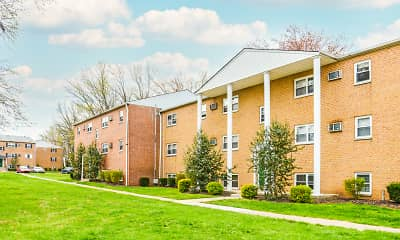 Building, Levittown Trace Apartments, 0