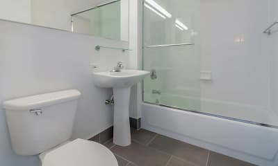 Bathroom, Longacre House, 2