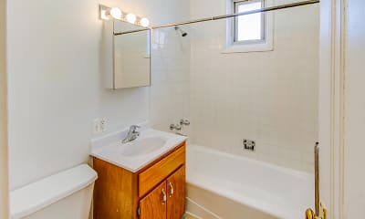 Bathroom, 5034-5046 S. Woodlawn Avenue, 2