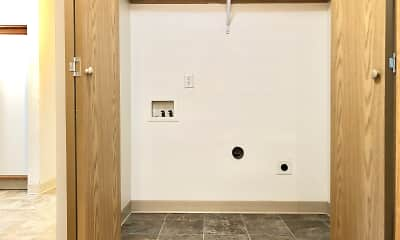 Bathroom, Farisswood Apartments, 2