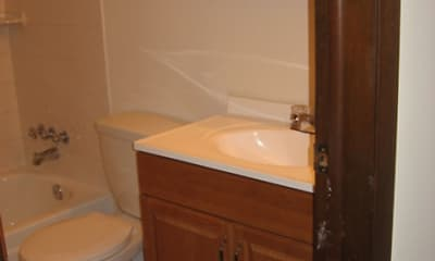 Bathroom, Belleview Park Apartments, 2