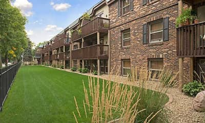 Courtyard, Uptown Plaza Apartments, 1