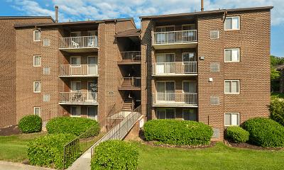 Foxfire Apartments, 2