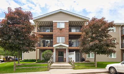 Building, Spruce Pointe Apartments, 0