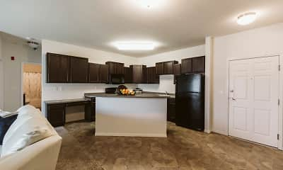 Silver Lake Apartments, 2