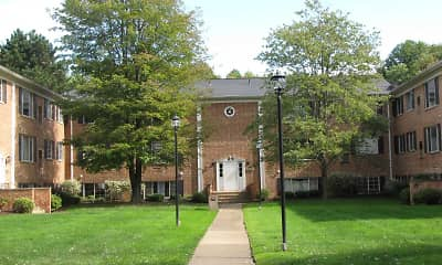 Courtyard, Georgetown Manor Apartments, 2