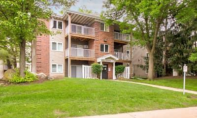 Building, Sun Prairie Apartments, 0