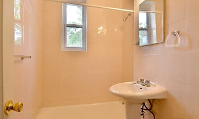 Bathroom, Colonial Gardens Apartments, 2