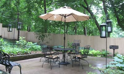 Patio / Deck, Brighton Court, 1