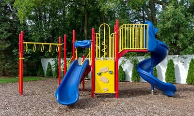 Playground, Forest Pointe, 2