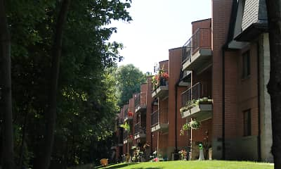 Building, Pinewood Creek Apartments, 0