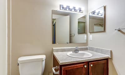 Bathroom, Wildwood Apartments, 2