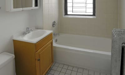 Bathroom, 5411-21 S Ellis, 2