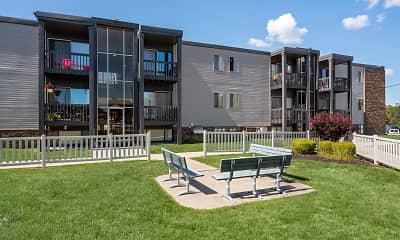 Courtyard, River Ridge Apartments, 2