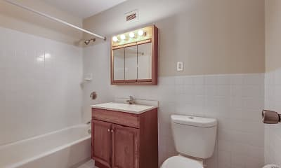 Bathroom, King's Grant, 2