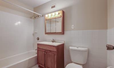 Bathroom, King's Grant, 2