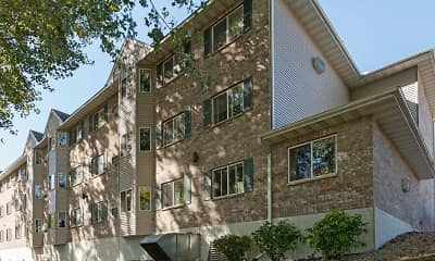 Building, Creekside Commons Apartments Senior Housing, 2
