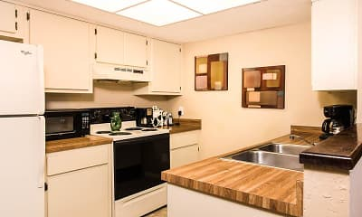 Kitchen, Woodland Villas, 1