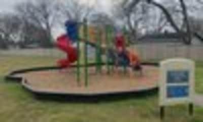 Playground, Oaks on Clark, 1