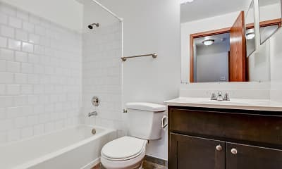 Bathroom, Wauconda Park Apartments, 2