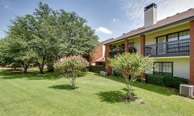 yard with a large lawn and central AC, Embry, 2