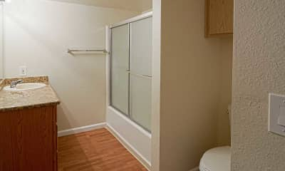 Bathroom, Heritage Oaks Apartments, 2