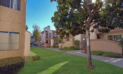 Courtyard, Oak Hill Apartments, 2