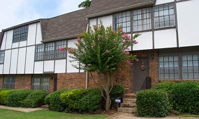 Building, Bullock Habersham Apartments, 2