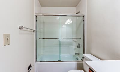 Bathroom, Amberson Plaza Apartments, 2