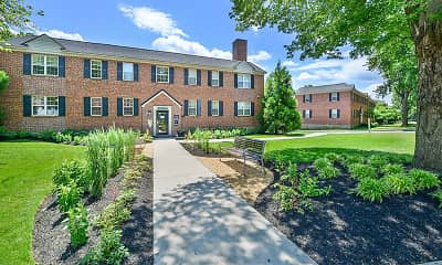 Building, The Villas at Bryn Mawr Apartment Homes, 2