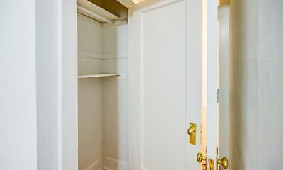 Storage Room, 5528-5532 S. Everett Avenue, 2