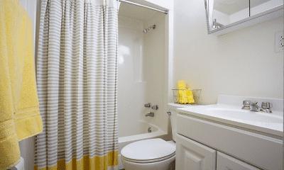 Bathroom, Towne Parc Apartments, 2