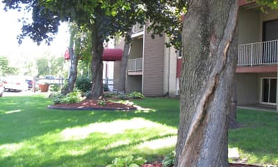 Courtyard, Johnson Parkway Apartments, 1
