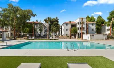 Pool, Solas Glendale, 1