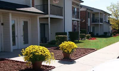Building, Hickory Knoll Apartments, 0