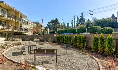 Courtyard, Riverview West Apartments, 2