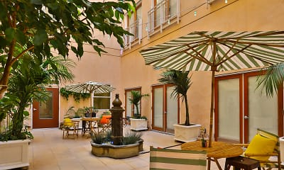 Courtyard, The Blackstone Apartments, 1