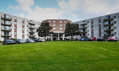 Building, High Point In The Park Apartments, 0