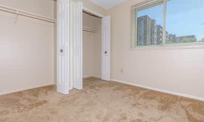 Bedroom, 444 Park, 2