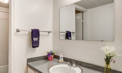 Bathroom, Chalet Apartments, 2