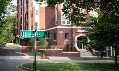 Community Signage, 511 Queens, 1
