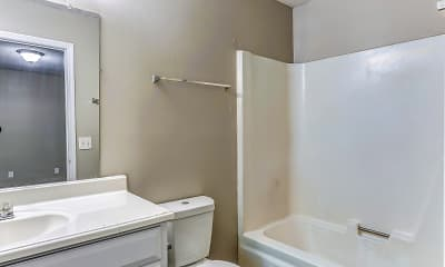 Bathroom, Bellwood Trace Apartments, 2