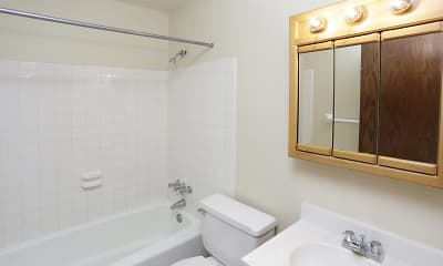Bathroom, Forest Park II Apartments, 2