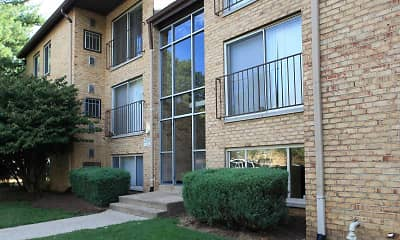 Courtyard, Linden Park Apartments, 1