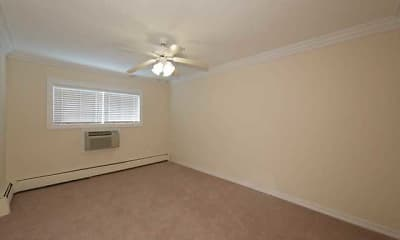 Bedroom, Fairfield Plaza East at Sayville, 2