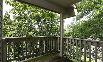 Patio / Deck, Northwoods, 2