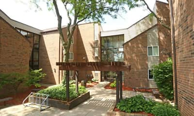 Courtyard, Riverfront Apartments, 1