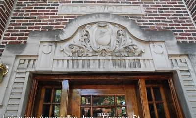 1535 W Addison Apartments, 2