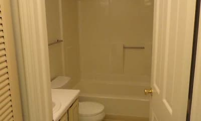 Bathroom, Williamsburg South Apartments, 2