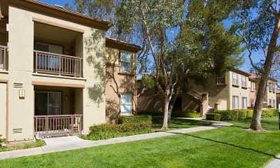 The Oaks Apartments, 1